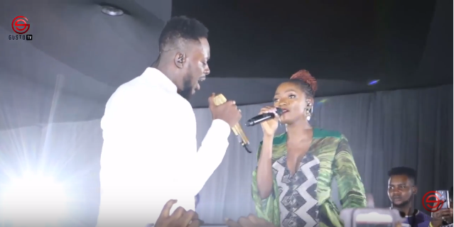 ADEKUNLE GOLD's SUPER PERFORMANCE, SHARES LOVE WITH SIMI AT #ONSWAG​ 2017
