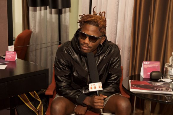 YCEE DEBUTS BLONDE HAIR AT HIS UK TOUR